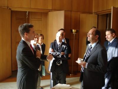 Discussion entre Eric Woerth, ministre du Budget, des Comptes publics et de la Fonction publique, et Thomas Legrain, Président du Club de l'Audace et Président de la société de lobbying TLConseil