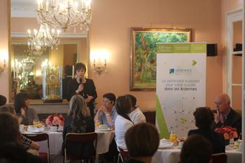 Petit déjeuner organisé à l'Assemblée Nationale avec des femmes dirigeantes pour les informer sur l'offre des Ardennes